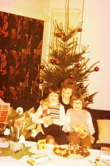familie, Geschwister, Kindheit, Mutter, puppe, töchter, Weihnachten, Weihnachtsbaum