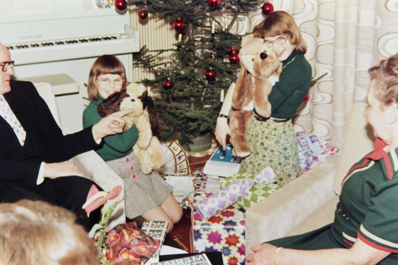 geschenk, Geschwister, kind, stoffhund, stofftier, Weihnachten