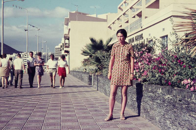 beina isabel, gran canaria, kleid, las palmas, mini, mode, Muster, Pflasterstein, Spazieren, spaziergang, Strandpromenade, urlaub