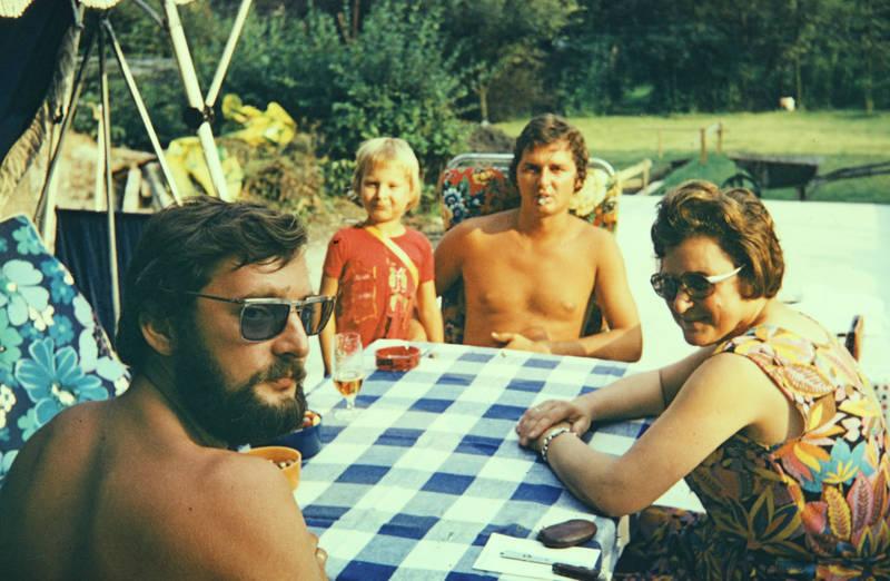 familie, familienurlaub, Kindheit, sonnenbrille, Terrasse, tisch, urlaub, Urlauber