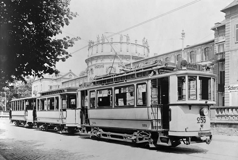 Rheinufer, schloss biebrich, Straßenbahn, Wiesbaden