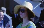 Mit Hut und Sonnenbrille