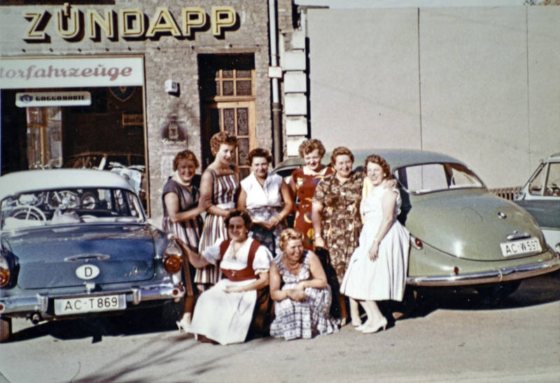 Aachen, auto, Barockengel, Barocktaunus, BMW, BMW-501/502, Dirndl, ford, Ford-Taunus, Ford-Taunus-17m, Ford-Taunus-17m-deluxe, Gruppenbild, KFZ, mode, motorfahrzeuge, PKW, Werkstatt, zündapp