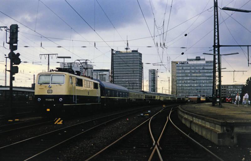 DB, Deutsche Bahn, deutsche bundesbahn, essen, gleiß, Hauptbahnhof, hauptbahnhof essen, HBF, passagiere, postscheckamt, Schienen, varta