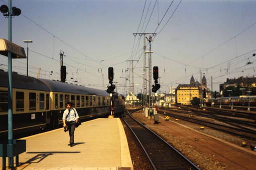 Alleine am Bahnsteig