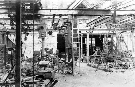 Fabrik in Trümmern