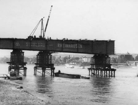 Wiederaufbau am Rhein