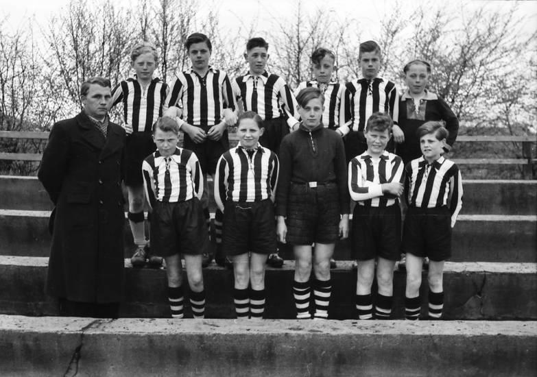 brand new 329d0 9dc9d Fußballmannschaft - WDR Digit