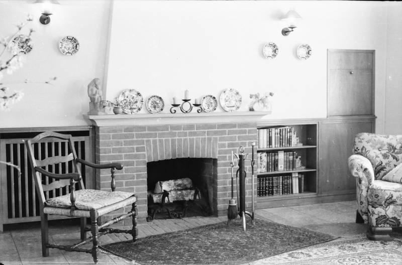 Buch, Bücher, bücherregal, Dekoration, einrichtung, Kamin, Möbel, sessel, Stuhl, teller, Teppich, wohnzimmer