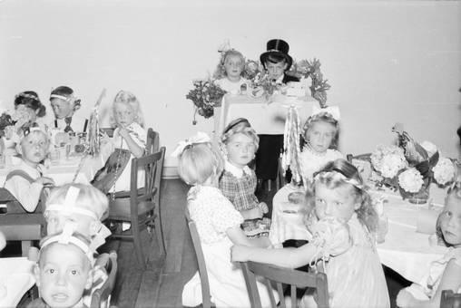 Zusammensitzen beim Kinderfest