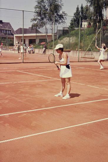 Damentennis, doppel, freizeit, Schläger, Sonne, sport, sportkleidung, Tennis, tenniscourt, Tennisfeld, tennisschläger, Tennisspielerin