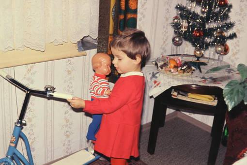 Puppe und Roller
