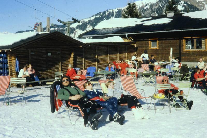 Alm, berghütte, Erholung, hütte, Klappstuhl, Liegestuhl, Ski, skiurlaub, Sonne, sonnen, sonnenbrille, urlaub, winter, winterurlaub