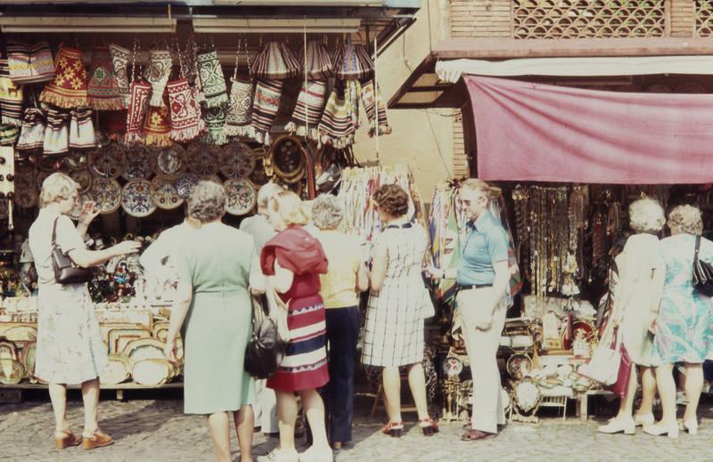 ausflug, bummeln, flanieren, freizeit, handarbeit, Italien, kaufen, kultur, markt, mode, reise, Shopping, souvenirstand, urlaub