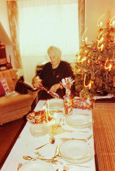 auspacken, gedeck, gedeckt, geschenk, geschenke, Geschenkpapier, tisch, Weihnachten, Weihnachtsbaum