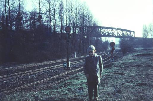 An den Bahnschienen