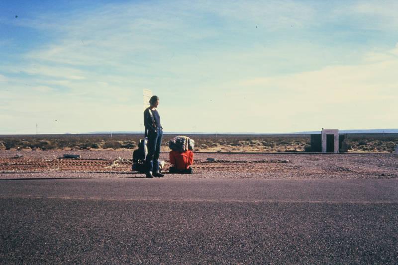 Gepäck, reise, reisegepäck, Rucksack, Straßenrand, straßenschild, urlaub, Warten