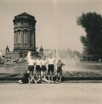 Gruppenfoto am Springbrunnen