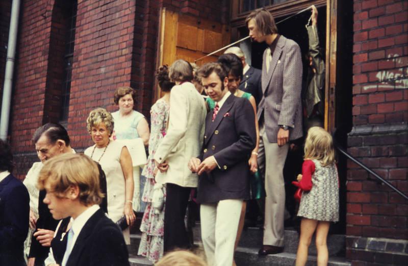 anzug, feier, Gast, Hochzeit, Hochzeitsgast, kirche, kleid, mode, tradition