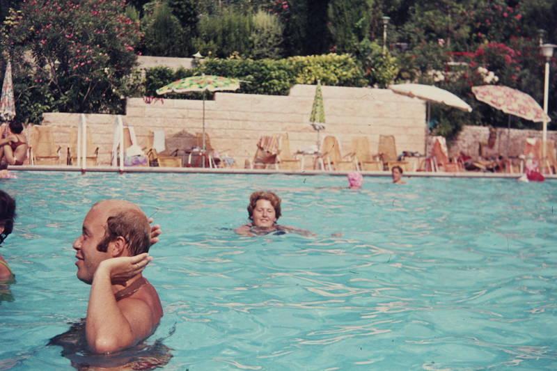Badekappe, Hotel, Hotelanlage, Italien, reise, schirm, schwimmbad, Sonnenschirm, swimming pool, Swimmingpool, urlaub