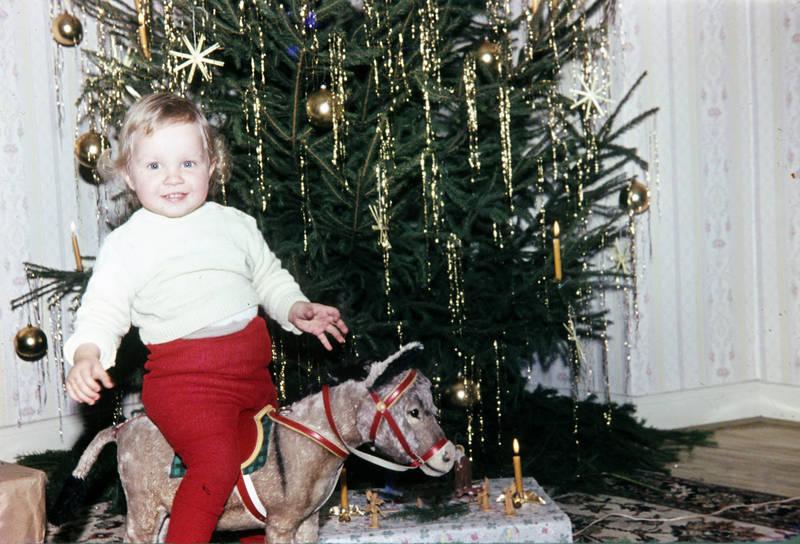 christbaum, christbaumkugel, Kerze, Kindheit, Krippe, Lametta, schaukelpferd, Tannenbaum, Weihnachten, Weihnachtsbaum, Weihnachtsbaumschmuck