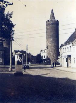 Litfaßsäule und Turm