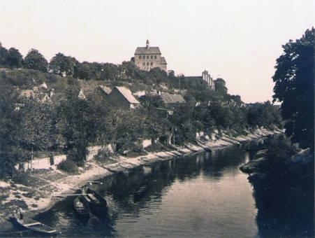 Fluss mit Nachen