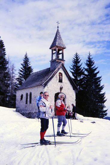 kapelle, schnee, ski fahren, skilanglauf, Skistock, skiurlaub, sonnenbrille, Tanne, urlaub, winter