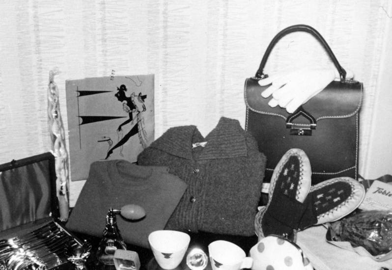 geschenk, handschuhe, Handtasche, hausschuhe, parfüm, Pullover, silberbesteck, strickjacke, Tasche, Weihnachten, Weihnachtsgeschenk