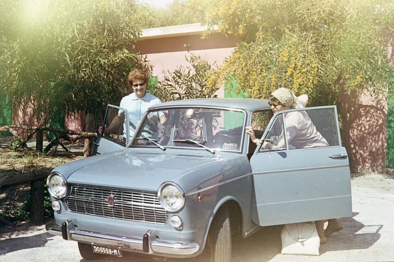 auto, Brille, Fiat, Fiat-1100, Fiat-1100-R, Italien, KFZ, Kopftuch, mode, PKW, reise, Sizilien, sonnenbrille, urlaub