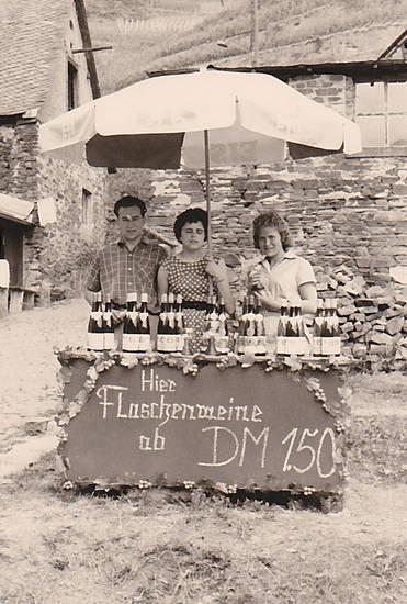 Eis, hier flaschenweine ab1.50 DM, Sonnenschirm, urlaub, Uschi, wein, Weinberg, winzerfest
