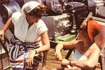 Zwei Frauen an Deck