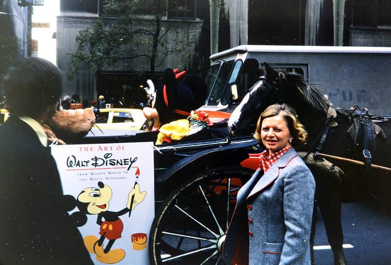 disney, goofy, Hochhaus, Kutsche, minnie, minnie mouse, new york, New York City, Pferd, straße