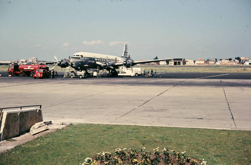dc-6, Douglas, Flughafen, flugzeug, Italien, luftfahrt, Rom-Fiumicino, tankwagen