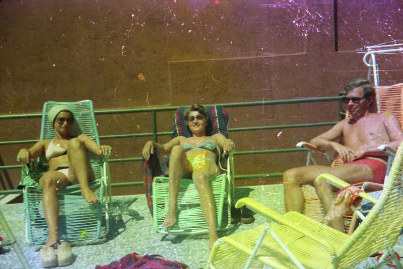 badehose, bademode, Bikini, freizeit, Liegestuhl, reise, sonnen, Sonnenbad, sonnenbrille, urlaub