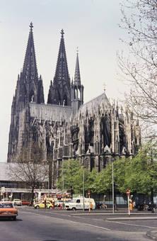 Kölner Dom mit Busbahnhof