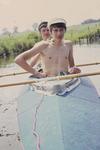 Zwei Jungs im Kanu