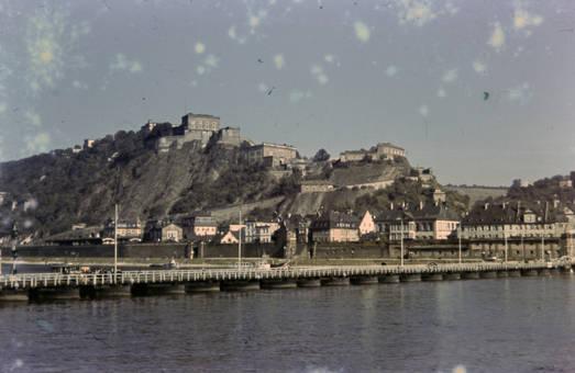 Schiffsbrücke und Schloss