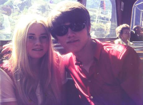 Mit Freundin und Sonnenbrille