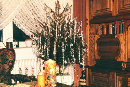 tannenbaum mit lametta weihnachtsbaum schm 252 cken 10 inspirationen weihnachtsgeschichten. Black Bedroom Furniture Sets. Home Design Ideas