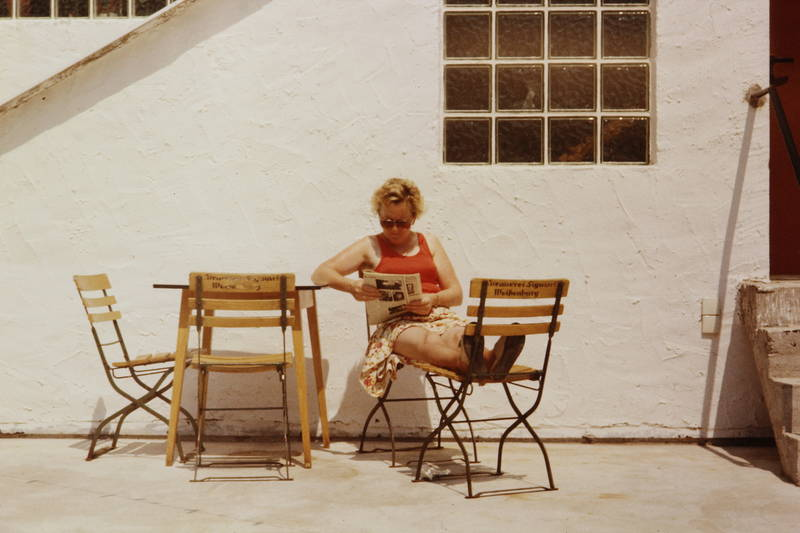 glasbausteine, rock, sonnenbrille, Stuhl, Terrasse, tisch, zeitung