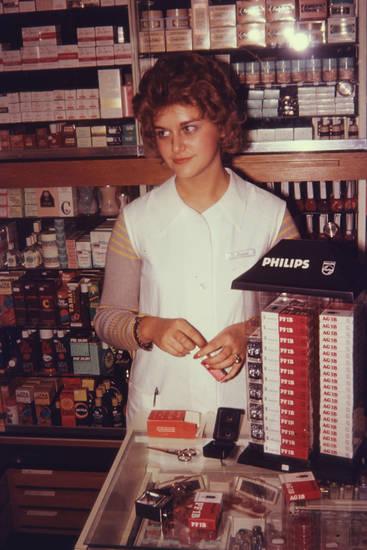 arbeit, arbeiten, drogerie, Leuchtmittel, Nivea, Philips, Schere, verkaufen