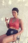 Sitzen und Wein trinken