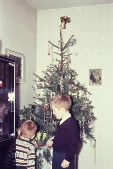 christbaum, engelsanhänger, engelsfigur, Jesusbild, Kindheit, Lametta, Tannenbaum, Weihnachten, Weihnachtsbaum