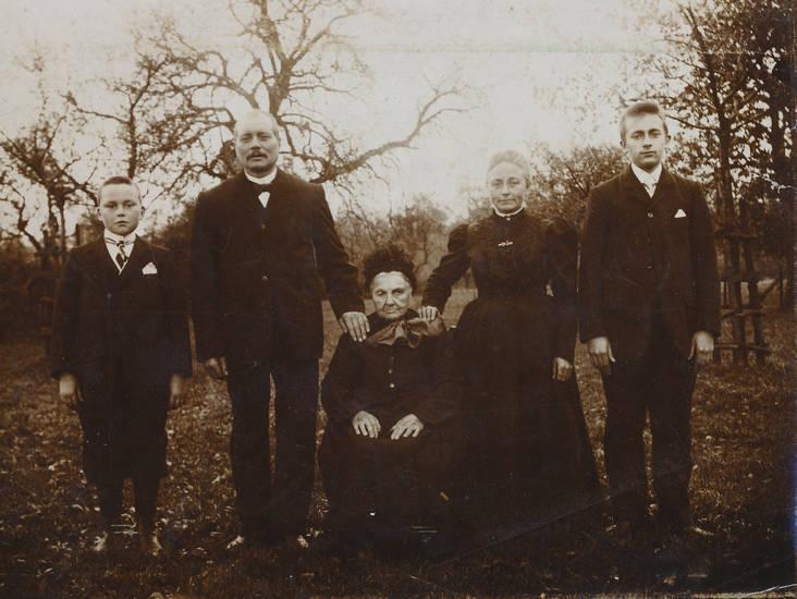 anzug, familie, Fliege, garten, kleid, kopfschmuck, Krawatte