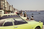Autos am Ufer