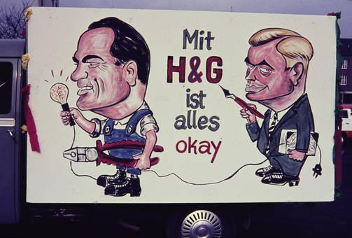 Plakat auf einem Mottowagen