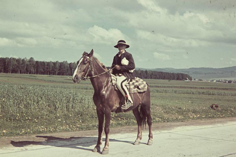 ausreiten, Beutel, Decke, Gorale, halfter, hut, Pferd, reiten, Reiter, Reiterhose, Reiterstiefel, Ritt, Zügel