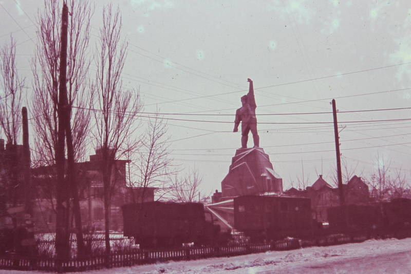 Arbeiter, auto, denkmal, KFZ, Lastwagen, LKW, statue, strommast, zaun