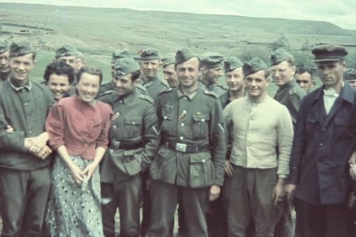 Soldaten und Frauen